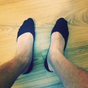 короткие носки на ногах