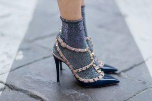 серые носки с люрексом