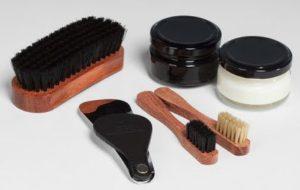 Средства для чистки кожаных сапог