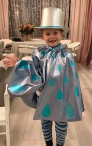 Блестящий костюм дождика