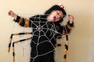 костюм паука на мальчике