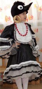 девочка в костюме сороки