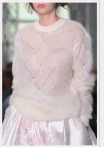 Мохеровый белый свитер