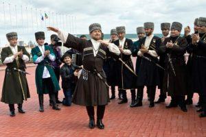 чечен танцует