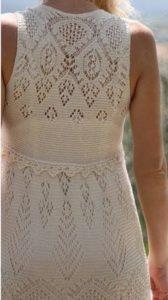 Платье-сарафан связан спицами