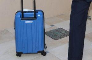 синий чемодан