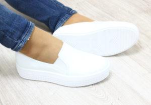 С чем носить белые слипоны