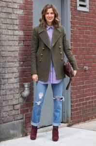 джинсы с бордовыми сапогами