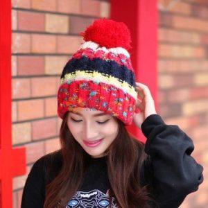 красная шапка с бубоном