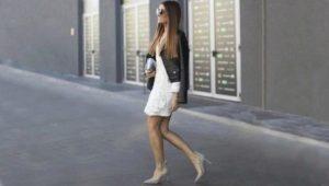 белое платье и серые туфли