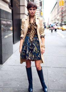 синие сапоги с платьем и косухой