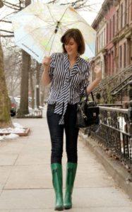 зелёные сапоги с джинсами