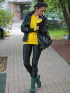 зелёные сапоги с жёлтым