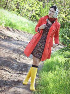 желтые сапоги и красный плащ