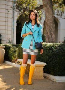 желтые сапоги с ярким пиджаком