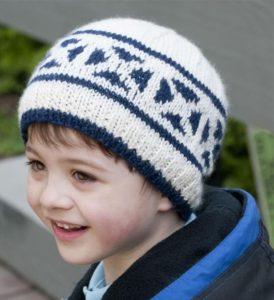 Бео-синяя шапка для мальчика