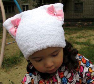детская шапка из плюшевой пряжи