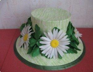 Шляпа из картона с декором