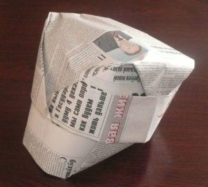 Шляпа с козырьком из газеты