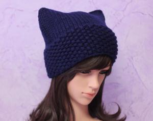 Синяя шапка для женщин