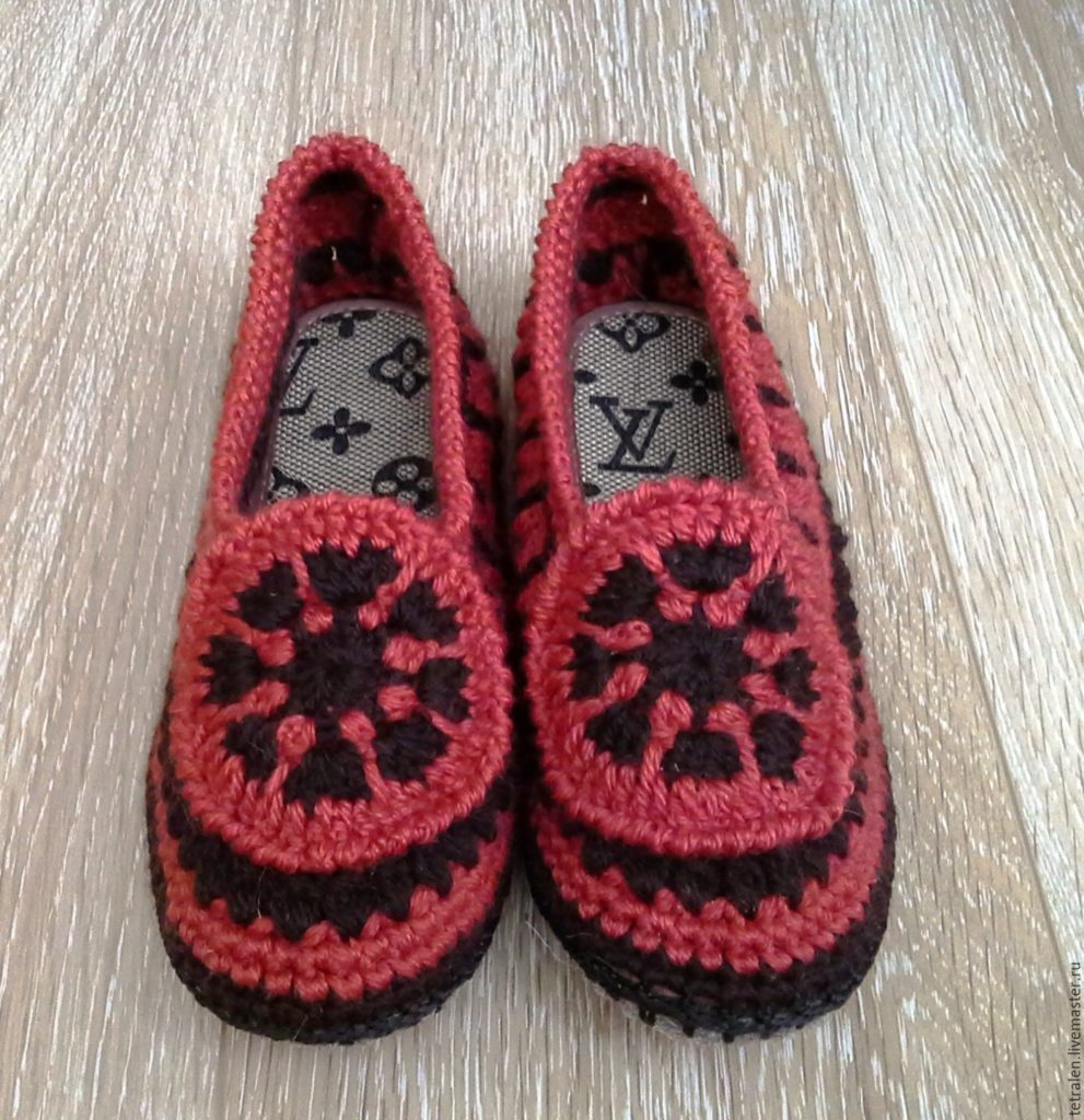Тапочки красно-черные