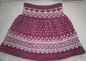 Бордовая юбка с орнаментом