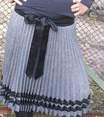 Серая юбка с черными полосками