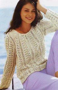Белый свитер с полосами
