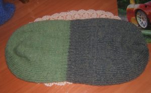 Пример 1: вязаная спицами двойная шапка