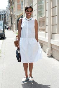 белое платье и белые слипоны