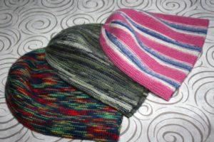 Полосатые шапки бини