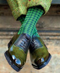 ботинки хаки и интересные носки