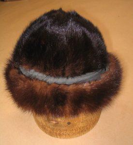 шапка на банке