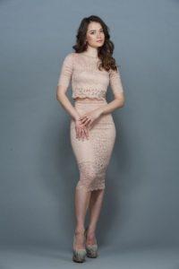 Розовый костюм с юбкой
