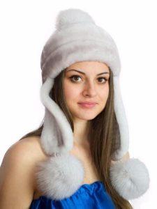 Белая женская шапка с ушками