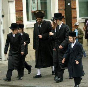Черные еврейские костюмы