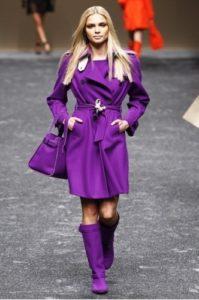 фиолетовые сапоги и пальто