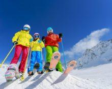 костюм или комбинезон для горнолыжника