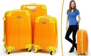 три желтых чемодана