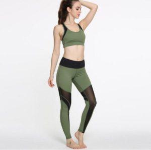 зеленый костюм для йоги