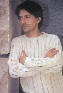 Мужской свитер с верикальными полосками