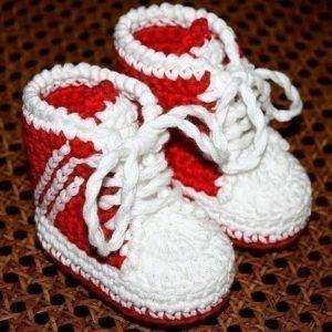 Красно-белые пинетки кеды