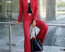куда надеть красный костюм