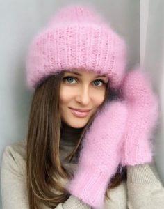 Нежно-розовый комплект шапка и варежки из мохера