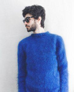 Синий мохеровый свитер мужской