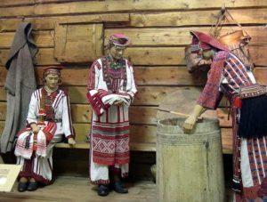 инсталляция мордовские костюмы