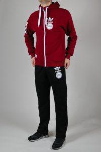 Куртка бордо в спортивном мужском костюме