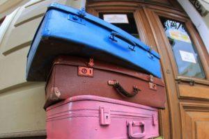 большие старые чемоданы