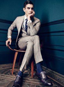 Синие носки к черным туфлям и галстуку