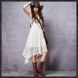 платье бохо и шляпа